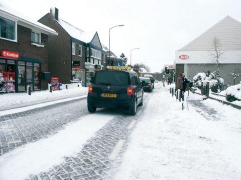 sneeuw, winterbanden, lesauto