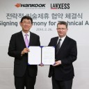 Hankook_Tire_Partners_With_Lanxess_for_High-Performance_Tyre_Technology_Development_lr_Lee_Grub_02